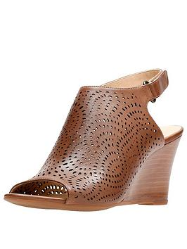 clarks-raven-dawn-wooden-heel-wedge-leather-sandal-tan