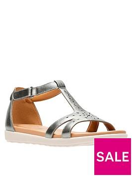 clarks-un-reisel-mara-gladiator-flat-sandal-pewter