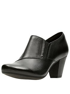 clarks-garnit-colette-shoe-boot