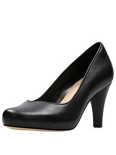 clarks-dalia-rose-wide-fit-court-shoe