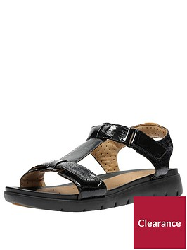 clarks-un-haywood-wide-fit-adjustable-flat-sandal-black
