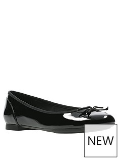 clarks-couture-bloom-ballerina-black-patent