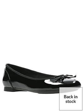 clarks-couture-bloom-ballerina-black-patent