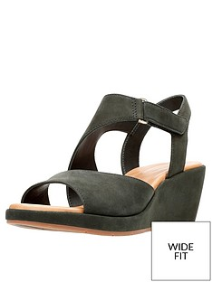 clarks-un-plaza-sling-wide-fit-wedge-sandal-black