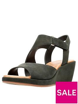 clarks-un-plaza-sling-wide-fit-wedge-sandal-black