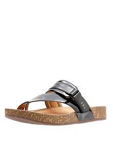 clarks-rosilla-durham-flat-toe-post-sandal-black-patent