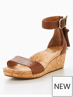 ugg-zoe-low-wedge-sandal