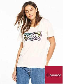 levis-graphic-boyfriend-t-shirt