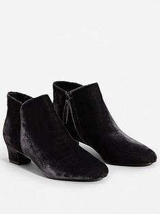 mango-badra-velvet-ankle-boot