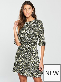 oasis-ditsy-frill-sleeve-dress
