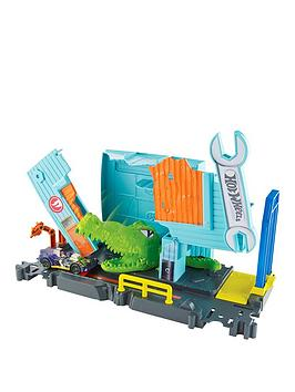 hot-wheels-city-gator-garage-attack-playset