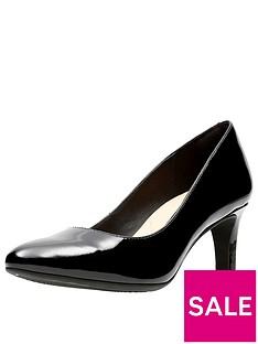 clarks-calla-rose-court-shoe