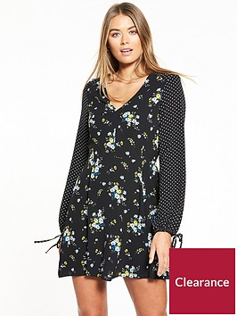 miss-selfridge-holly-floral-print-tea-dress-black