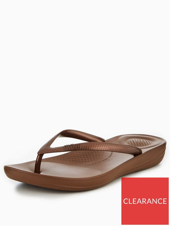 28c98c7d6 FitFlop iQushion™ Ergonomic Flip Flop - Bronze