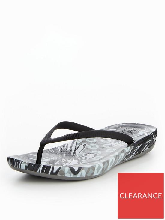 32b473096e7d5f FitFlop iQushion™ Ergonomic Flip Flop - Black
