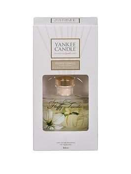 yankee-candle-signature-reed-diffuser-ndash-fluffy-towels