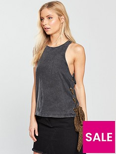 noisy-may-elain-sleeveless-side-tie-top-black-wash