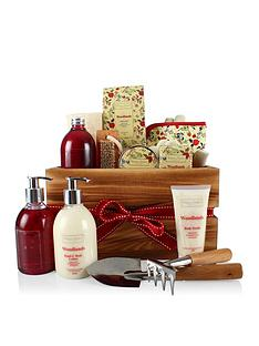 virginia-hayward-winter-in-venice-gardeners-spa-experience-gift-set