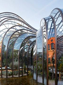 virgin-experience-days-the-bombay-sapphire-distillery-guided-tour-with-gin-cocktail-for-two-in-whitchurch-hampshire