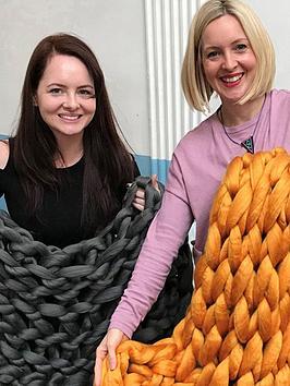 virgin-experience-days-arm-knit-a-giant-throw-innbspcaledonian-road-london