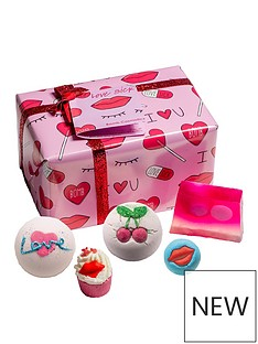 bomb-cosmetics-love-sick-giftset