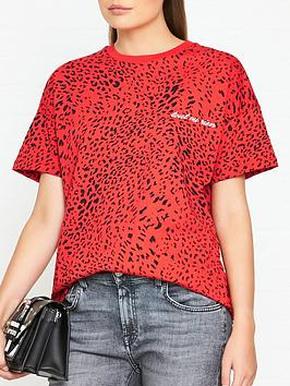 gestuz-leora-leopard-print-t-shirt-red