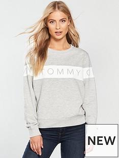 tommy-jeans-logo-sweatshirt-light-grey