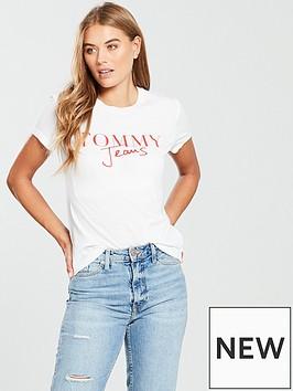tommy-jeans-script-logo-tee