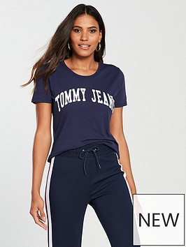 tommy-jeans-clean-logo-tee