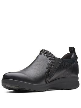 Clarks Un Adorn Zip Flat Shoe - Black
