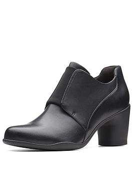 clarks-un-rosa-zip-shoe-boot-black