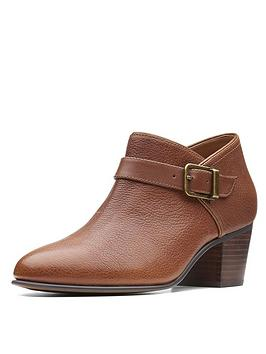 clarks-maypearl-milla-ankle-boot-dark-tan
