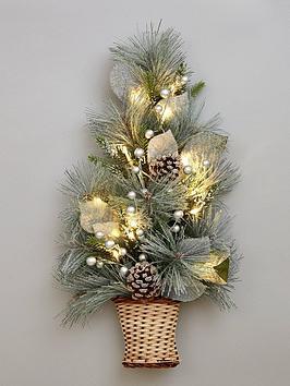 lit-christmas-tree-wall-decoration