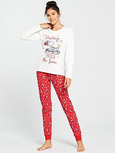 snoopy-dashing-through-the-snow-pyjama-set-creamred