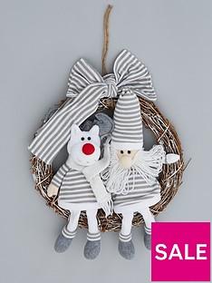 novelty-character-christmas-wreath