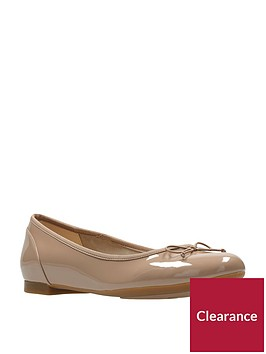 clarks-couture-bloom-court-shoe-wide-fit