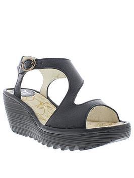 fly-london-yidi190fly-wedge-sandal-black