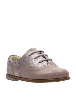 clarks-drew-wow-first-shoe