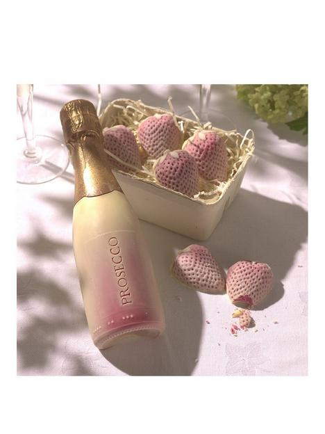 choc-on-choc-prosecco-and-strawberries