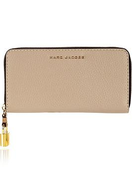 marc-jacobs-grind-standard-continental-wallet-taupe