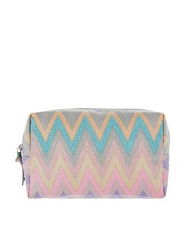 accessorize-zig-zag-washbag