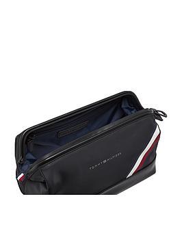 tommy-hilfiger-flag-wash-bag