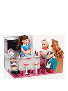 glitter-girls-bite-to-eat-diner