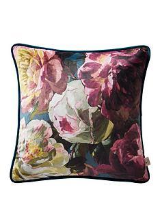 oasis-home-renaissance-velvet-cushion