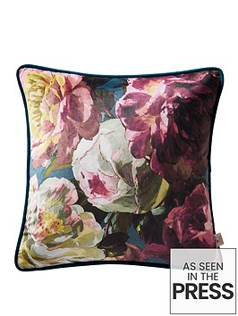 oasis-home-renaissance-velvet-cushion