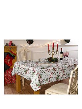 waterside-9-piece-holly-tablecloth-set
