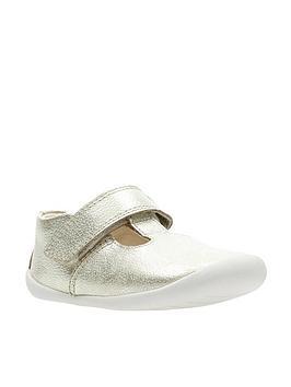 clarks-roamer-go-first-shoe