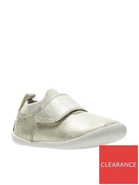 92d16d222f4 Clarks Roamer Seek First Shoes - Metallic