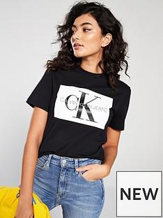 calvin-klein-jeans-iconic-monogram-box-straight-t-shirt-black