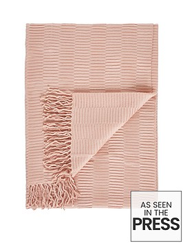 gallery-linear-pleat-throw